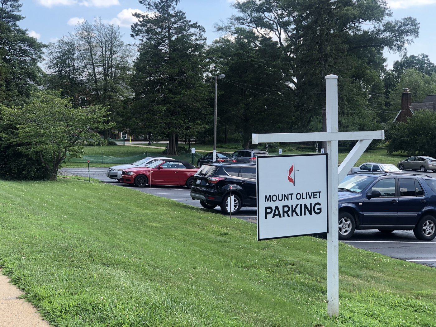 The parking lot signage on Glebe Road